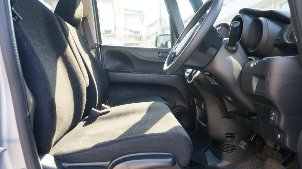 N-BOX運転席